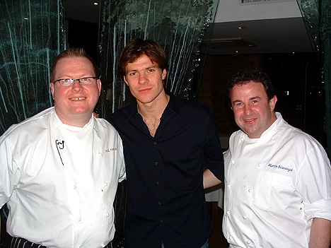 Xabi Alonso (middle) with chefs Paul Askew and Martin Berasategui in 2006